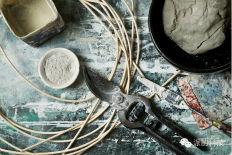 灵活柔软的柳条编织『褶皱陶瓷艺术』